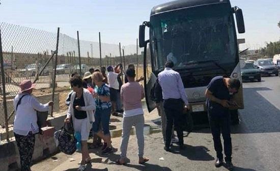 بالصور : انفجار يستهدف حافلة سياحية قرب الأهرامات في مصر