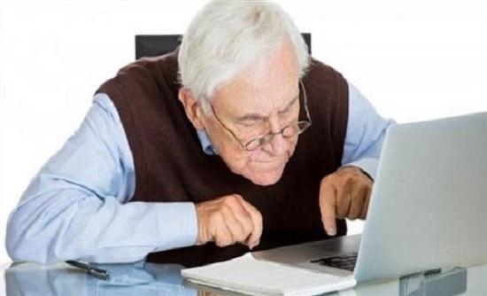 دراسة تكشف تأثير الإنترنت على المسنّين
