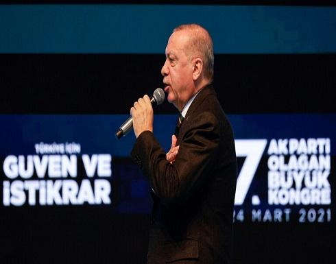 """أردوغان يفتتح المؤتمر العام لـ""""العدالة والتنمية"""" بترجمة سورة الفاتحة .. بالفيديو"""