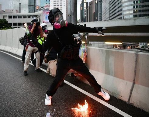هونغ كونغ.. البرلمان ومقر الحكومة في مرمى المحتجين