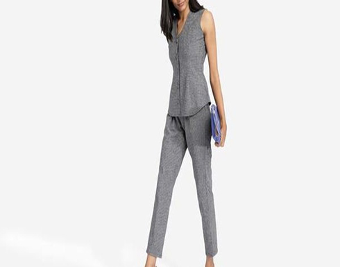 4 أفكار لاختيار ملابس العمل كل يوم منها بذلة كلاسيكية