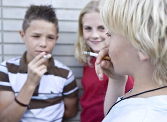 اليُتم في الصغر يدفع الأطفال للانحراف المبكر: دراسة