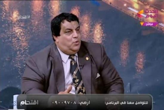 """شاهد: خبير أمني يطالب المصريين بـ""""التقشف"""" وينصحهم بأكل وجبة واحدة في اليوم !"""