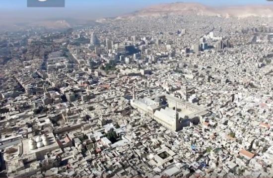 ليس بالحصار والتهجير فقط: هكذا يفرّغ الأسد مدن سوريا أيضا