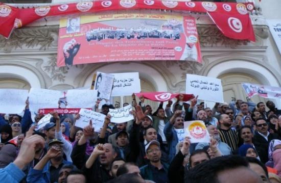 اتحاد الشغل في تونس يرفض تجميد زيادات العمال ويدعو للمواجهة