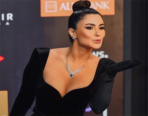 بعد حصولها على لقب اجرأ فتاة في الجونة .. هدى الاتربي بفستان ابيض مثير .. شاهد