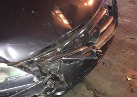 بالصور.. امرأة تثير ضجة بسبب مكياجها بعد حادث سيارة