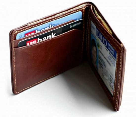 قطع 80 كلم لإعادة محفظة نقود إلى صاحبها..