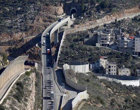 الجيش الإسرائيلي يفصل جنوب الضفة الغربية عن شمالها