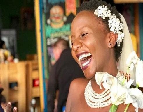 بالصور : طالبة تتزوج نفسها لتتخلص من إلحاح والديها