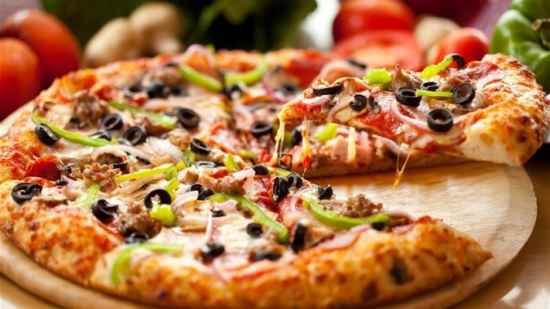 عامل توصيل بيتزا ضحيّة سرقة لا مُبّرر له