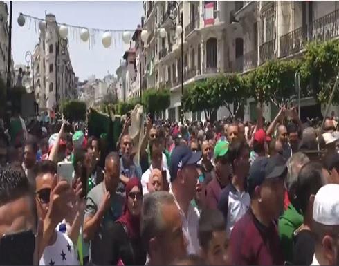 مئات الطلاب يتظاهرون بالجزائر وسط تعزيزات أمنية مشددة
