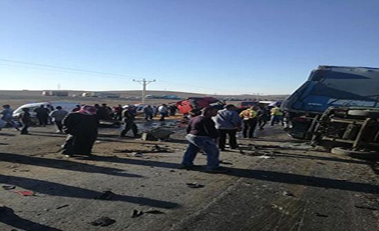 بالفيديو : 33 إصابة اثر حادث تصادم في محافظة مادبا