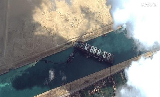 البحرية الأمريكية سترسل فريقا إلى قناة السويس لحل مشكلة السفينة العالقة