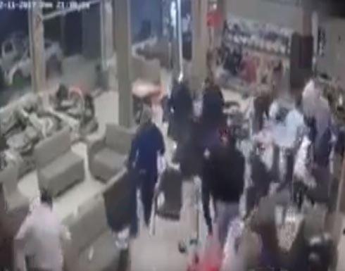 شاهد :  لحظة حدوث الزلزال في أحد مقاهي السليمانية .. العراق ..