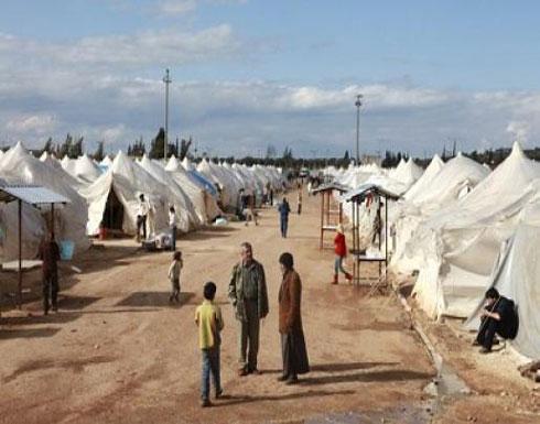 بالصورة: ممثلة عالمية تجمع المال من أجل لاجئة سورية