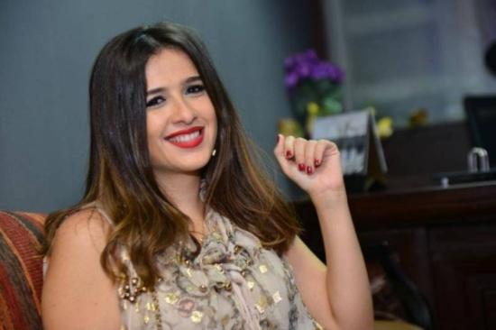 ياسمين عبد العزيز تنشر أول صورة لابنها.. والجمهور مصدوم!