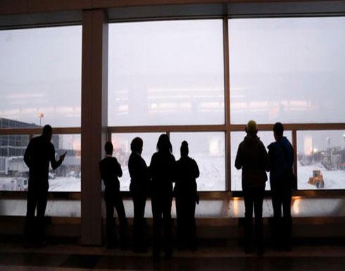 عاصفة ثلجية بأميركا تلغي 1240 رحلة.. والمسافرون عالقون