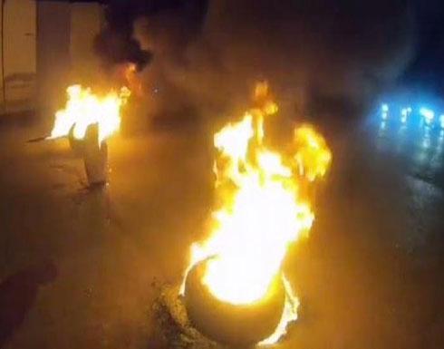 بالفيديو : بعد بغداد.. قطع طرق في كربلاء وإحراق إطارات
