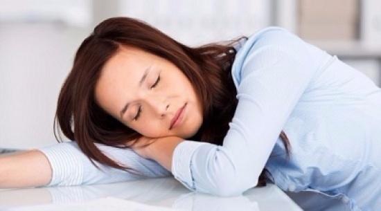 دراسة: النوم بعد الأكل يحافظ على صحة الدماغ
