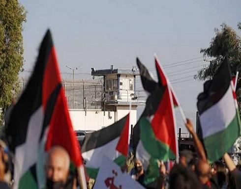 فايننشال تايمز: الهاربون من سجن جلبوع تحولوا إلى أبطال شعبيين وأعطوا فرصة للسخرية من إسرائيل
