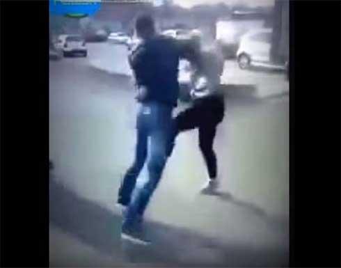 ضبط شاب مصري لضربه فتاة وسط الشارع بالفيوم