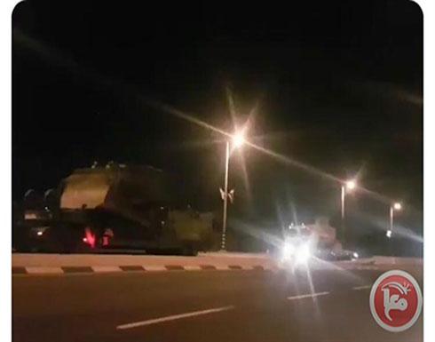 فيديو- جيش الاحتلال يدفع بتعزيزات عسكرية للحدود مع غزة