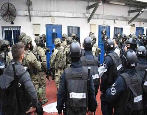 """وحدات قمع إسرائيلية تقتحم سجن """"النقب"""" وأنباء عن اشتعال حريق بداخله"""