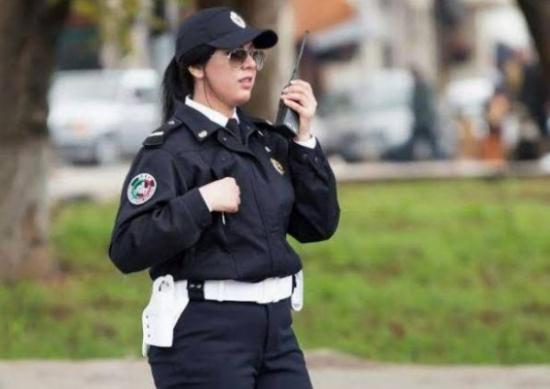 «شاهد» شرطية مغربيّة تُشعل مواقع التواصل!