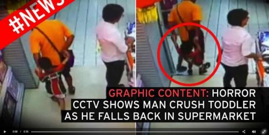 بالفيديو.. لقطات مروعة لأب يقع بالخطأ على ابنه ويتسبب في موته
