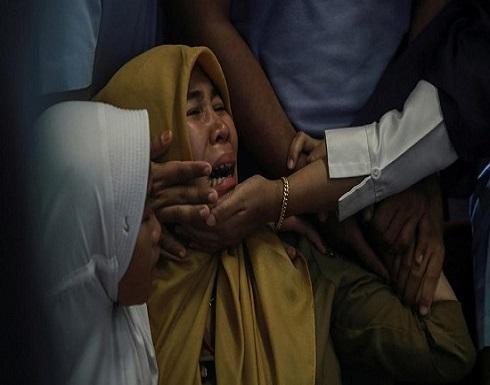 بالصور : فاجعة إندونيسيا..انتشال أشلاء جثث من موقع تحطم الطائرة