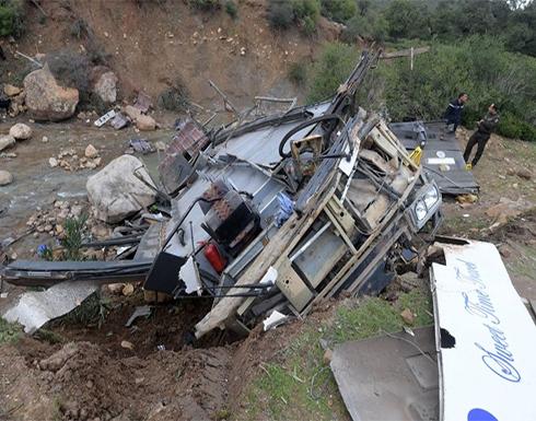 بالفيديو:عشرات القتلى بسقوط حافلة بنهر في أندونيسيا