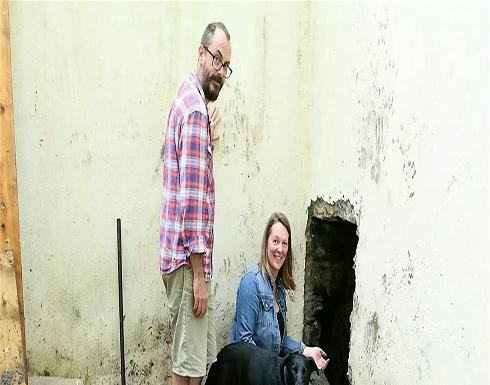 """صور: زوجان محظوظان.. عثرا على """"كنز"""" ثمين في منزلهما الجديد!"""