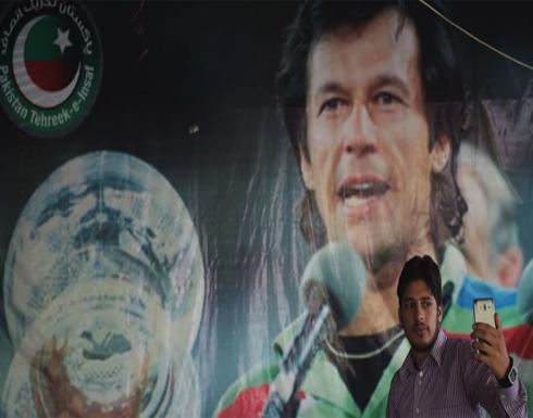 بعد ساعات من تقديم مرشح للحكومة.. استدعاء عمران خان للتحقيق