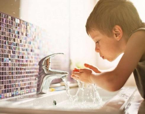 اترك طفلك يشرب الماء من الصنبور لهذا السبب!