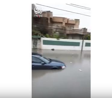 شاهد .. غرق الكثير من شوارع ومناطق مدينة الموصل بالسيول