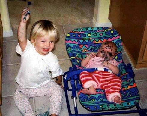 كوارث الأطفال عندما يجلسون في المنزل بمفردهم ( صور )
