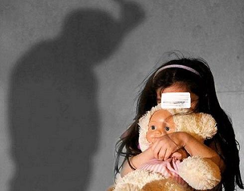 عذّب طفلته لشهرين ثم قتلها ووثّق فعلته.. والسبب؟