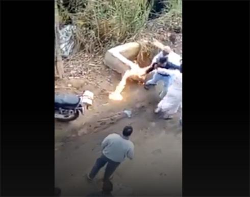 فيديو من مصر.. تأخر دوره فأشعل النار بصاحب المخبز .. شاهد