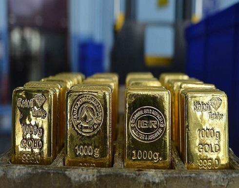 ارتفاع عقود الذهب قليلا وسط ضغوط الفائدة الأمريكية