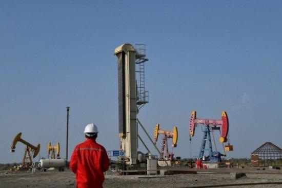 النفط يرتفع لأعلى مستوى في أكثر من أسبوع بعد تعطل إنتاج في ليبيا