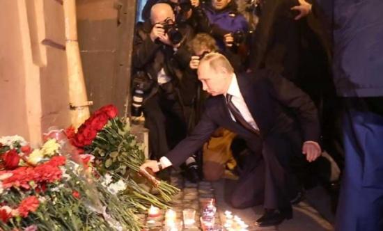 انتحاري من قرغيزستان نفذ اعتداء مترو سان بطرسبورغ وبوتين يتفقد موقع الاعتداء