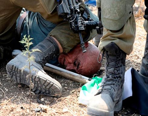 شاهد : اعتداء وحشي للاحتلال على مسن فلسطيني قبل اعتقاله