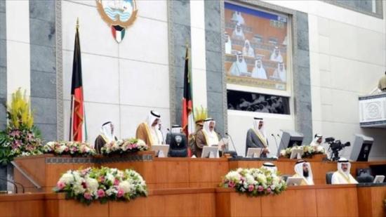 الكويت..حلّ البرلمان المتوقع يقطع الطريق أمام المعارضة وفرصة للهروب من العجز المالي