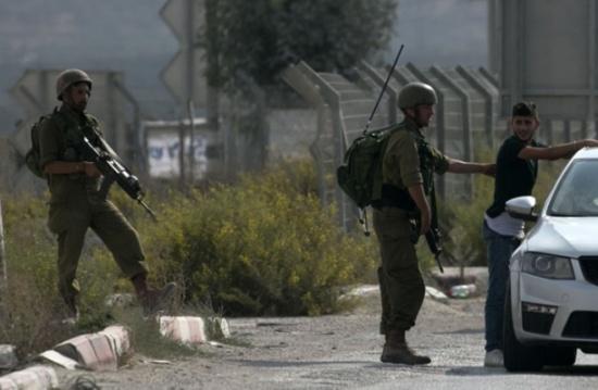 اعتقالات واعتداءات للاحتلال في الضفة وغزة (شاهد)
