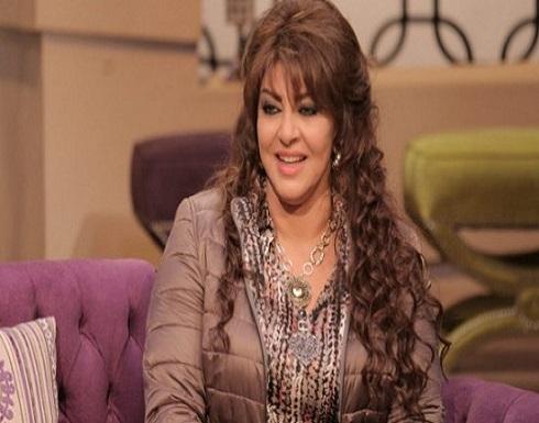 نجاة الفنانة هالة صدقي وطفليها من حادث سير .. فيديو