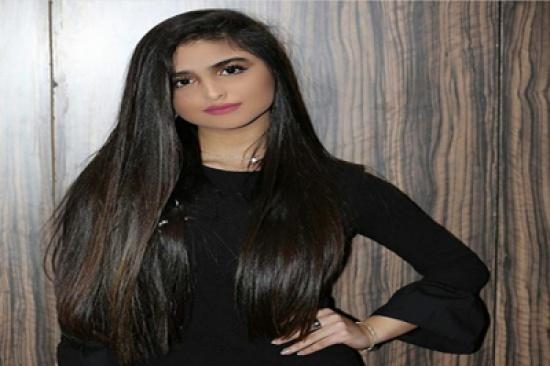 بالفيديو - حلا الترك بإطلالة تكشف بطنها للمرة الأولى وتسريحة شعر جديدة