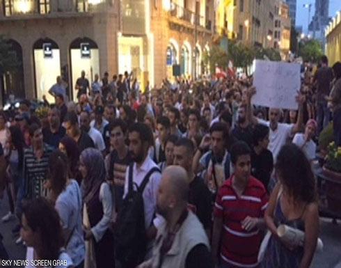 """لبنانيون يتظاهرون ضد """"محرقة النفايات"""""""