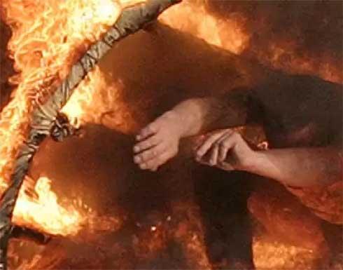 """القبض على """"الزوجة الثانية"""" التي أحرقت زوجها وعائلته في سوريا"""