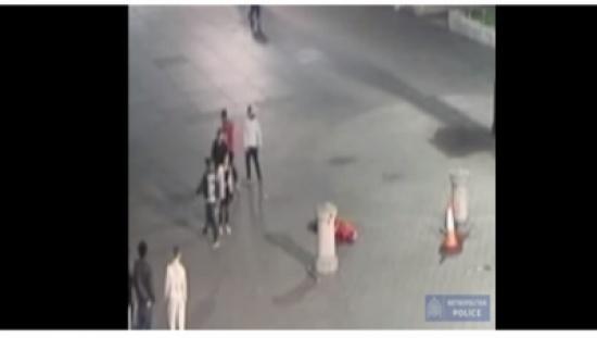 بالفيديو.. لكمة واحدة تقتل رجلاً في الشارع!